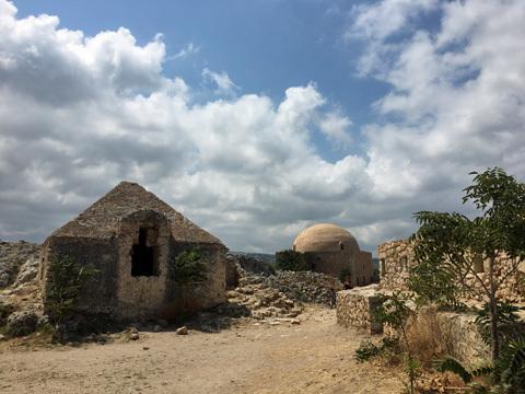 モスクを中心に東側から