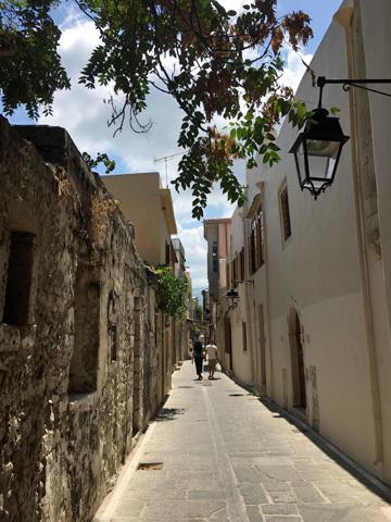 レシムノ旧市街の小径