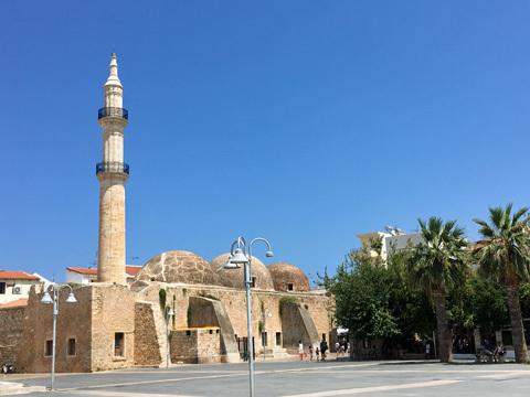 Mikrasiaton広場からNeratzesモスク