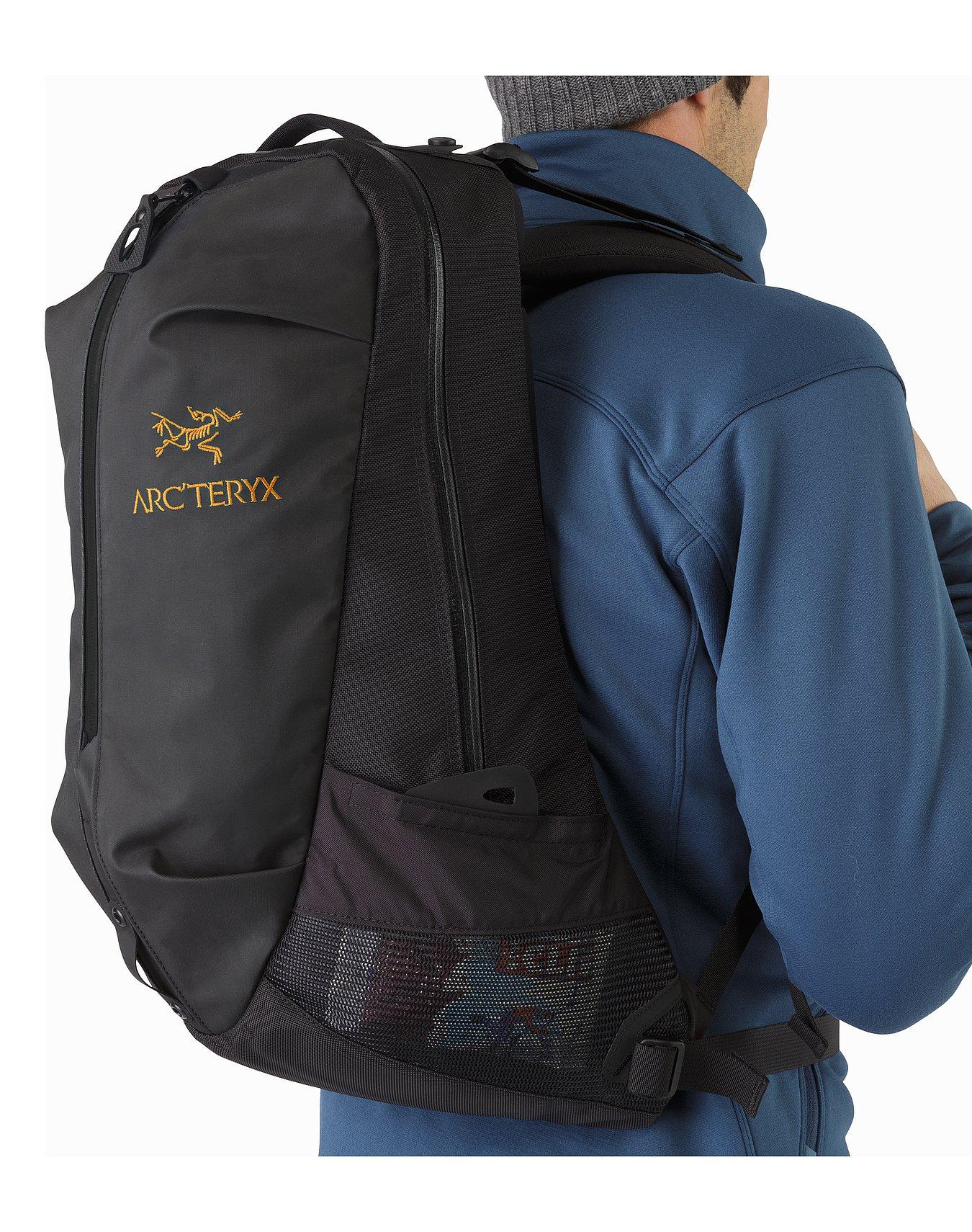 Arro-22-Backpack-Black-Side-Pocket.jpg