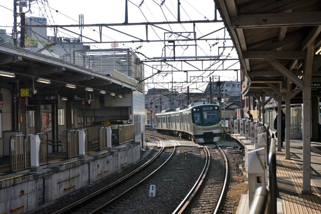 千鳥町駅に進入する7000系