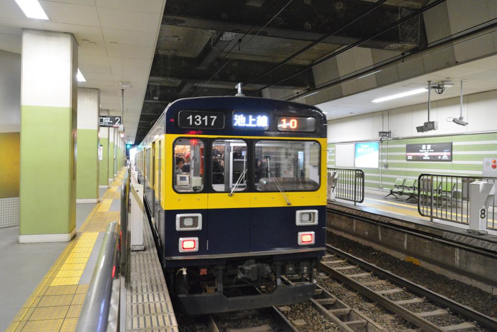長原駅を出発する1000系