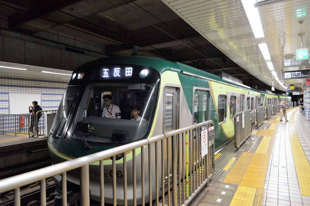 荏原中延駅に着いた7000系