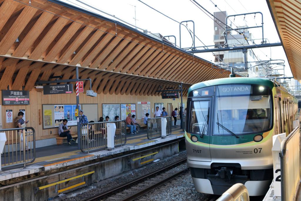 戸越銀座駅に着いた7000系