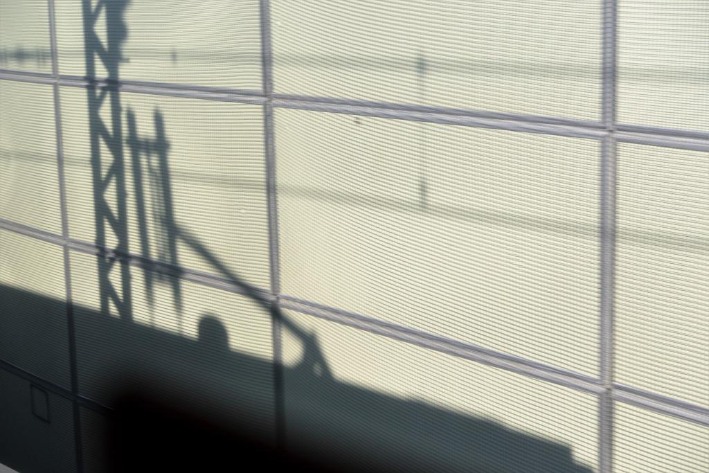 パンタグラフの影