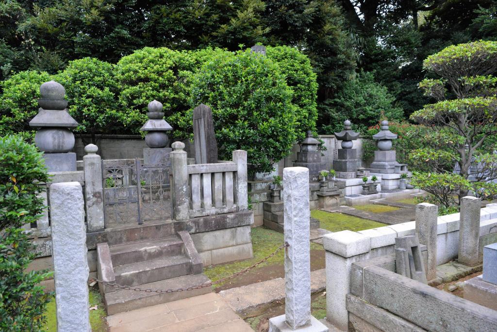 護国寺 歴代開山墓 1