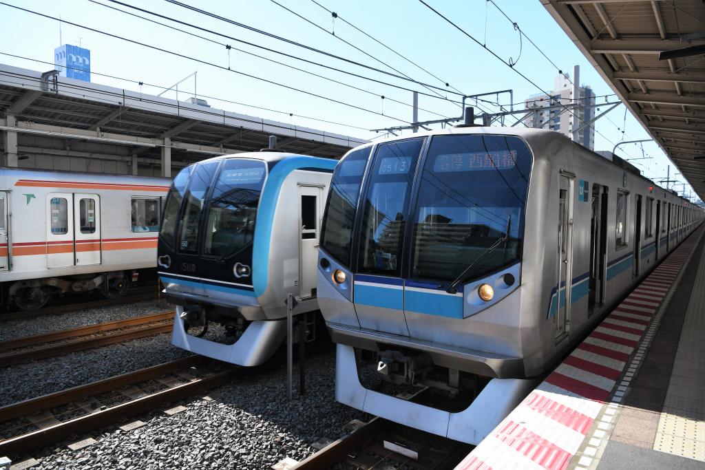 A線快速電車 通過
