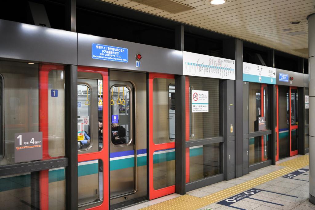 地下鉄南北線王子駅 ホームドア