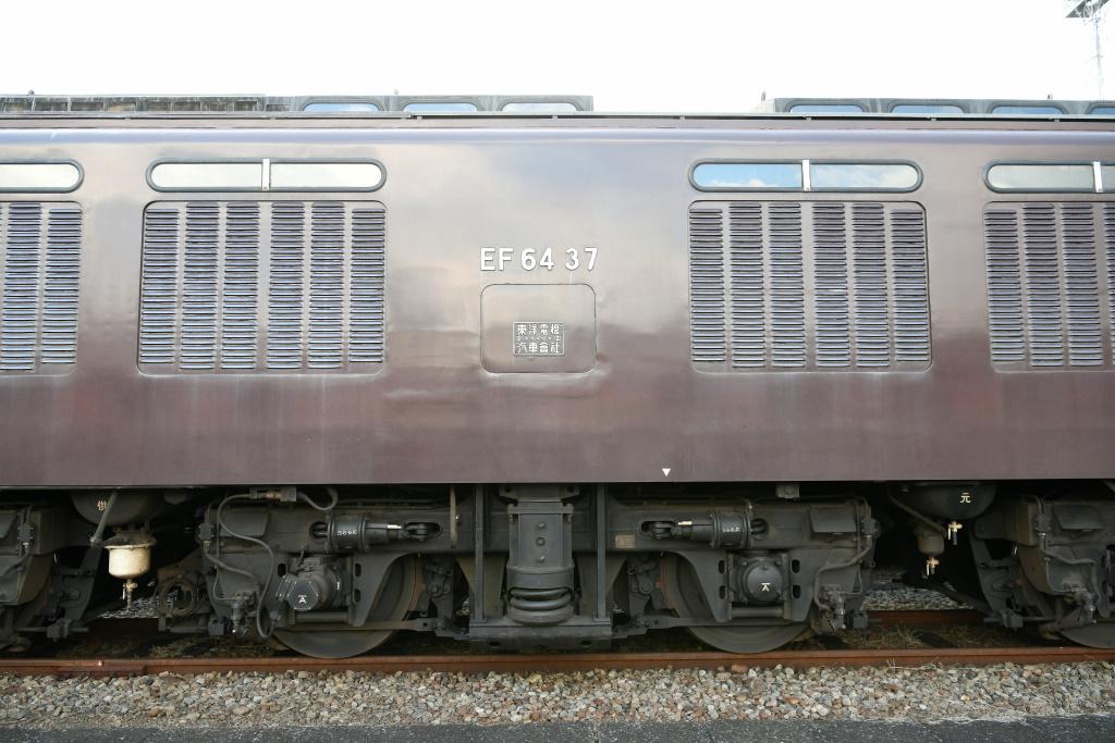 EF64-37 側面 2