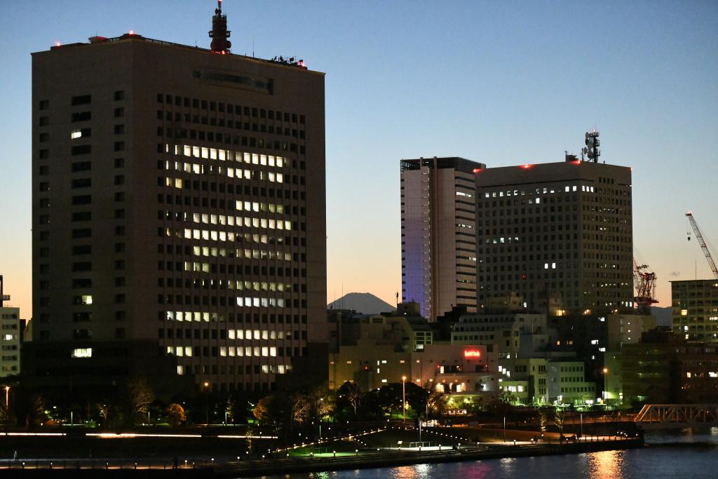 夕暮れに浮かぶ富士 3