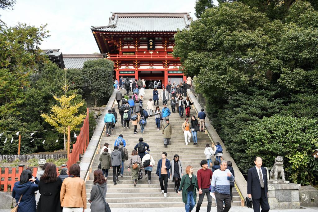 拝殿への急階段