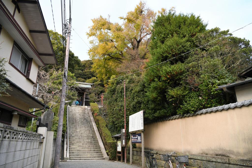 荏柄天神社 石段前