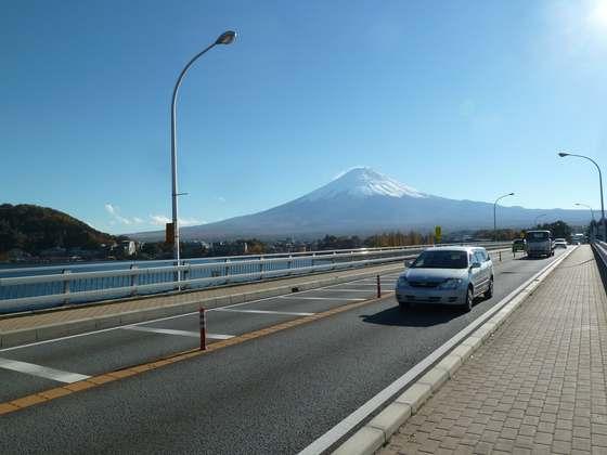 河口湖大橋から眺める富士山