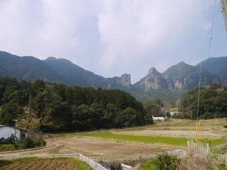 奥は左から黒髪山、雌岩、雄岩