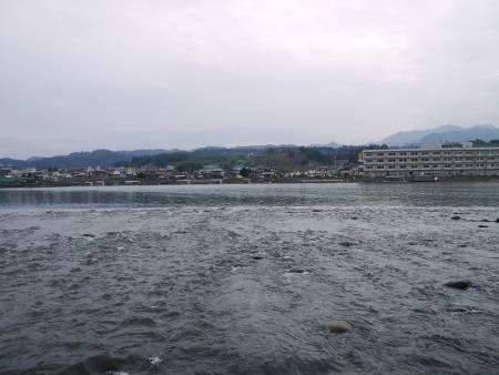 三隅川と尾形船