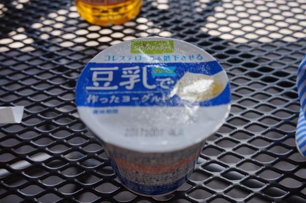 豆乳でつくったヨーグルト