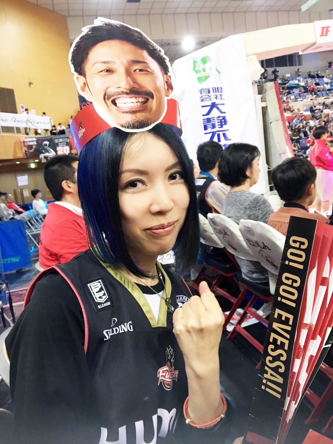 大阪エヴェッサ2018シーズンホーム開幕戦_ヴァルキューレメンバーと2