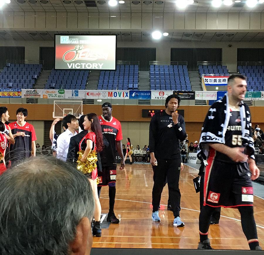 大阪エヴェッサ2018シーズンホーム開幕戦_ヴァルキューレメンバーと3
