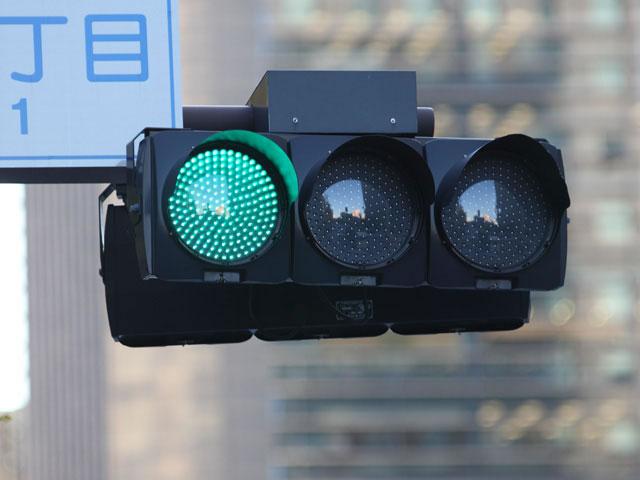 息子2歳の「どうして信号は緑なのに青っていうの?」の質問に答えられない