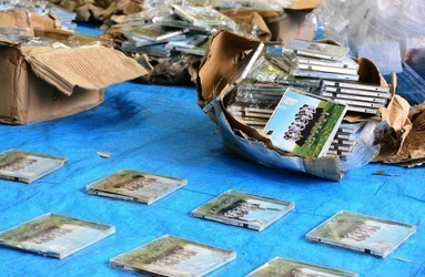 【AKB商法】「処分に困って」AKBのCD585枚を山に投棄!容疑の男を書類送検!2-1