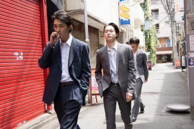 『あゝ、荒野 前篇』 かつての新次(菅田将暉)はオレオレ詐欺グループの一員だった。