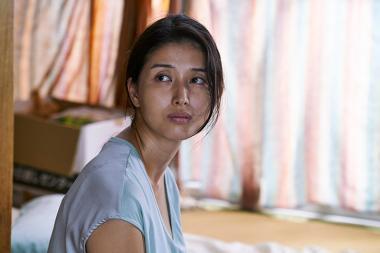 大森立嗣監督 『光』 橋本マナミが演じるのは信之の妻・南海子。