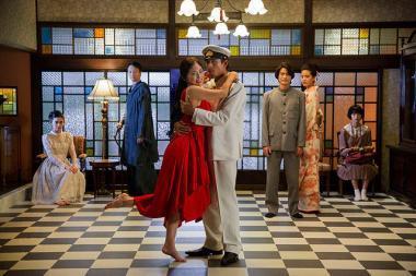 『花筐 HANAGATAMI』 12月8日の真珠湾攻撃の日。その日、前から決まっていたダンスパーティが開かれる。