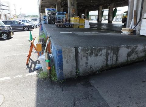 沼津魚市場プラットホームの陸閘