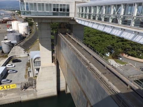 沼津港大型展望水門「びゅうお」の門扉