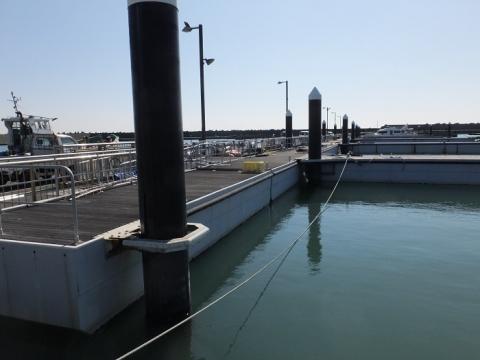 平塚新港フィシャリーナの浮桟橋