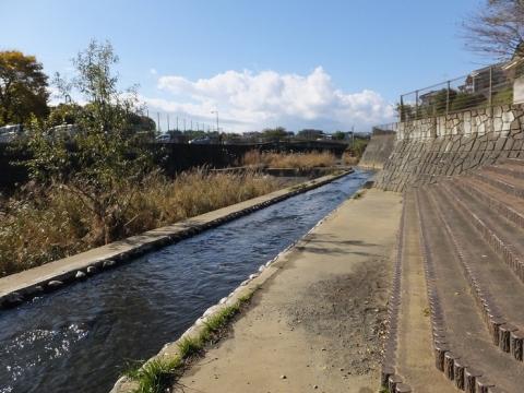 鶴見川親水護岸・新鎧橋上流