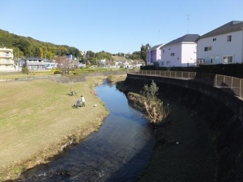 参道橋より鶴見川下流を望む