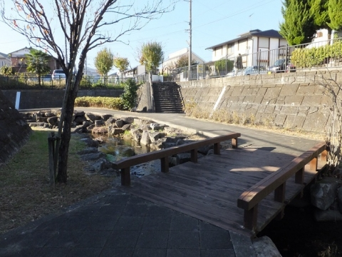 鶴見川旧河道・小田急線鶴川駅西
