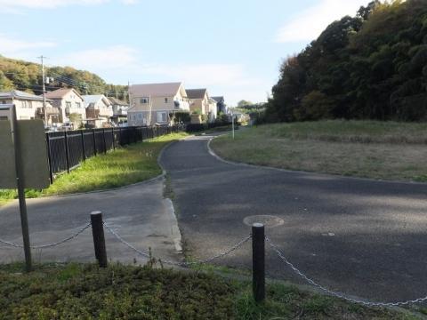 鶴見川(小山田川)暗渠水路・町田市みつやせせらぎ公園内