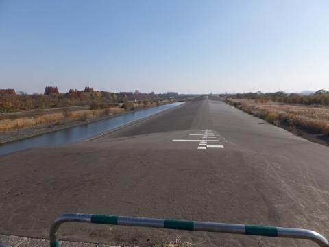 荒川第一調節池越流堤