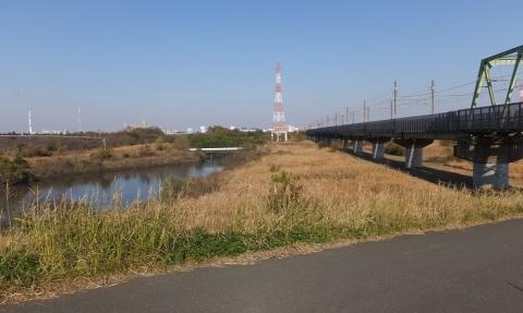 囲繞堤より鴨川、武蔵野線を望む