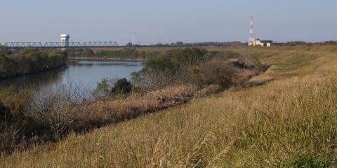 囲繞堤より荒川上流を望む