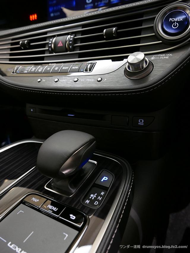 LexusLS500hvL03.jpg