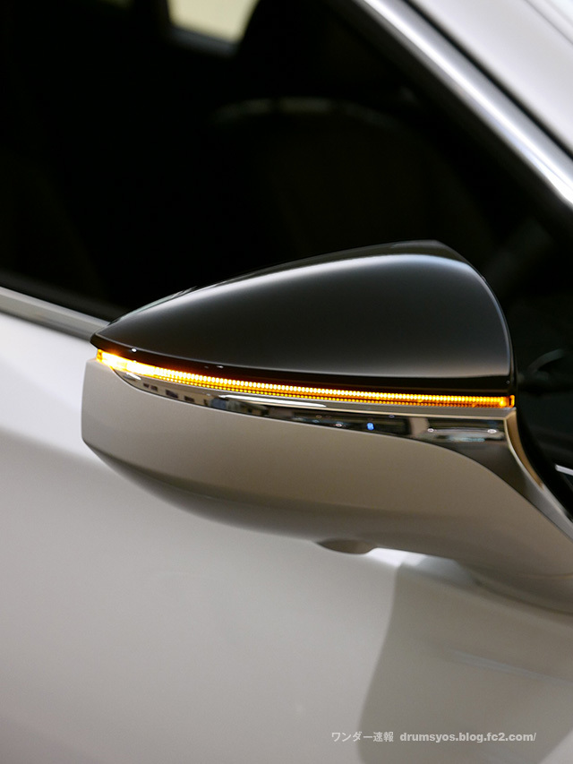 LexusLS500hvL14.jpg