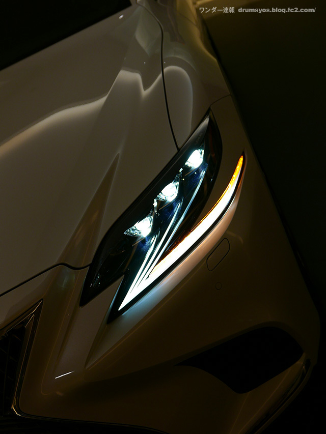 LexusLS500hvL17.jpg