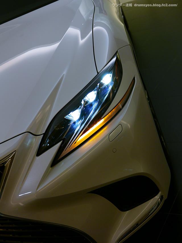 LexusLS500hvL18.jpg