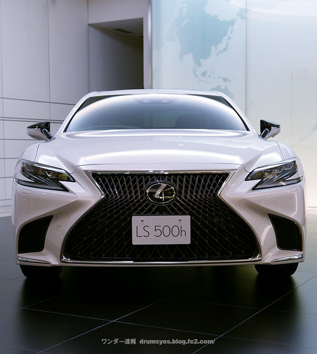 LexusLS500hvL24.jpg