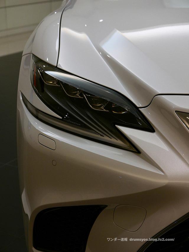 LexusLS500hvL26.jpg