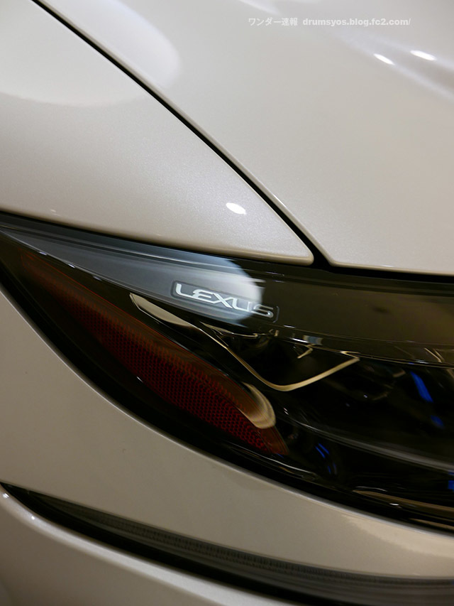LexusLS500hvL29.jpg