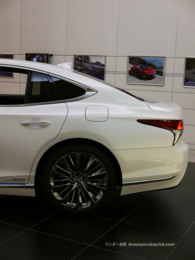 LexusLS500hvL31.jpg