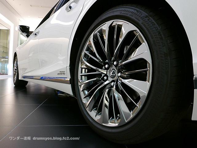 LexusLS500hvL32.jpg