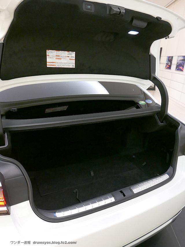 LexusLS500hvL38.jpg