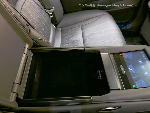 LexusLS500hvL39.jpg