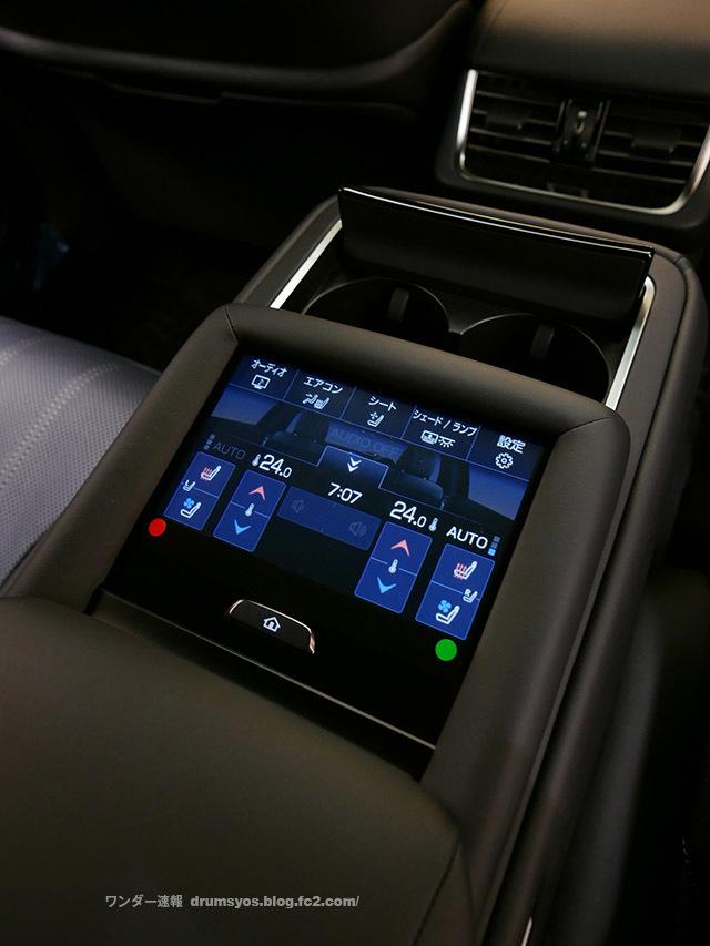 LexusLS500hvL42.jpg