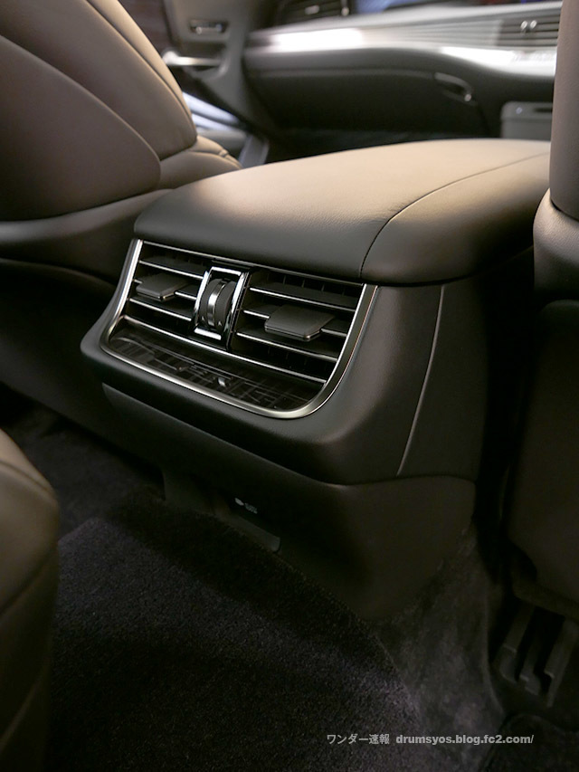 LexusLS500hvL45.jpg